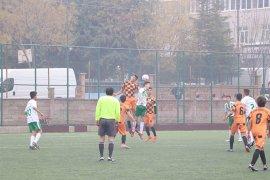 Okullar Arası Genç Erkekler Futbol Müsabakaları Devam Ediyor