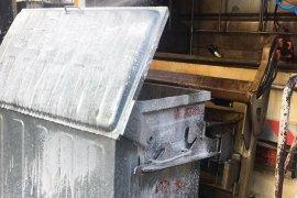 Belediye Çöp Konteynerlerini Tek Tek Temizliyor
