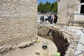 Vali Meral, Karaman Kalesi'nde incelemelerde bulundu