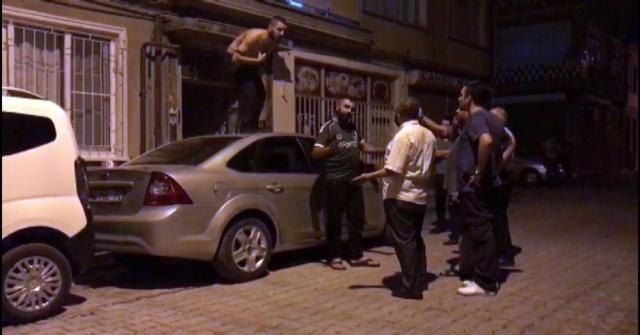 Alkollü Şahıs Araçların Üzerine Çıkarak Kendini Kesmek İstedi