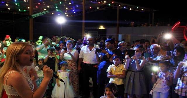 Aleyna Tilki Konyada Amcasının Düğününde Şarkı Söyledi