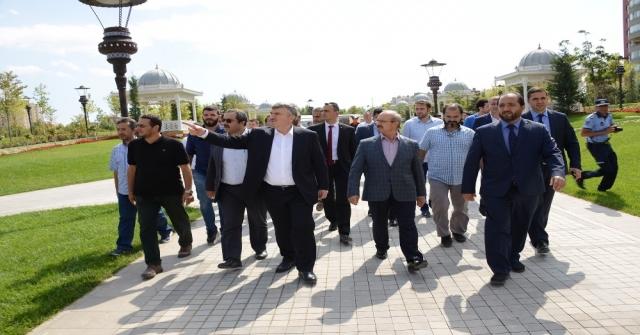 """Selçuklu Ve Osmanlı Mimarisinden İzler Taşıyan """"Ecdat Parkı"""" Tamamlandı"""