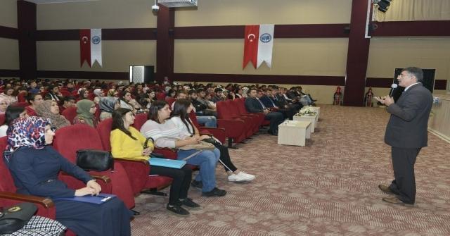 Kmüde Birinci Sınıf Öğrencilerine Oryantasyon Eğitim