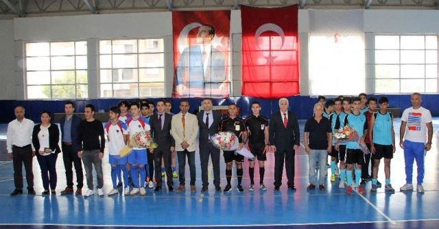 Mersinde Okul Sporları Törenle Açıldı