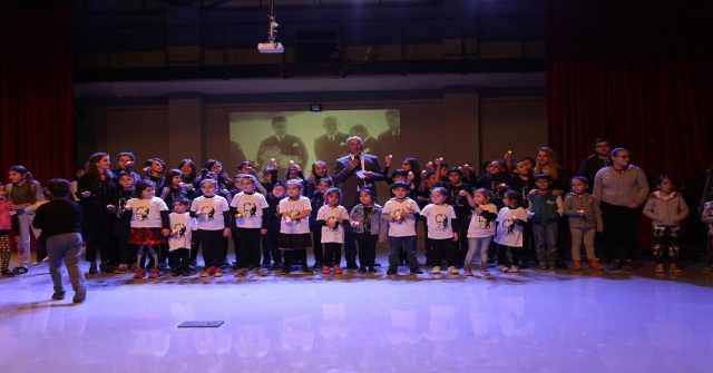 Mezitli Belediyesi Açık Hava Tiyatrosu, Atatürkün Sevdiği Şarkılarla Açıldı