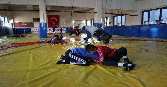 Mersin Güreş Eğitim Merkezinde Geleceğin Güreşçileri Yetişiyor