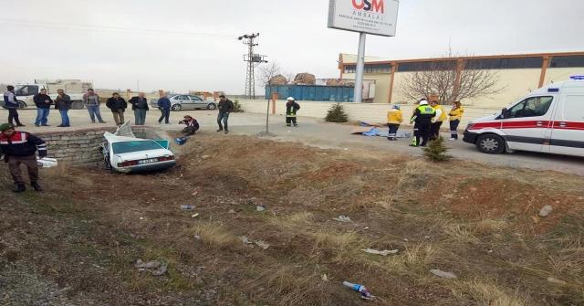 Kamyonetten Düşen Eşyadan Kaçan Sürücü Otomobille Menfeze Çarptı: 3 Ölü, 1 Yaralı