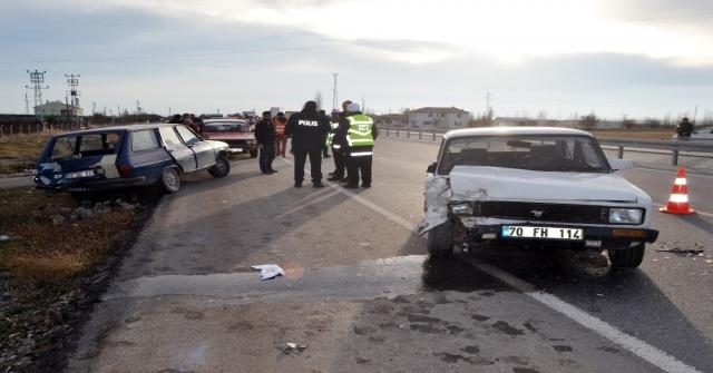 Karamanda Otomobiller Çarpıştı: 3 Yaralı