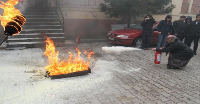 Huğlu Mahallesindeki Evler Yangın Tüpleriyle Donatıldı