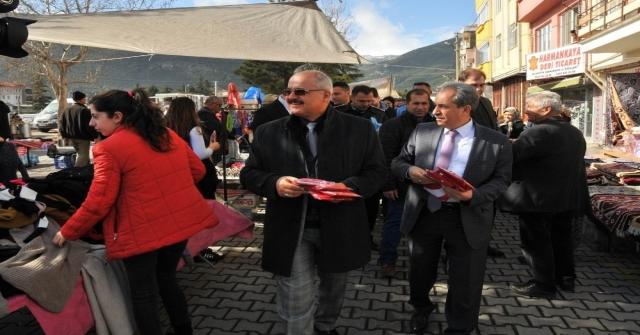 Akşehir Protokolü Zeytin Dalı Harekatına Destek İçin Bayrak Dağıttı