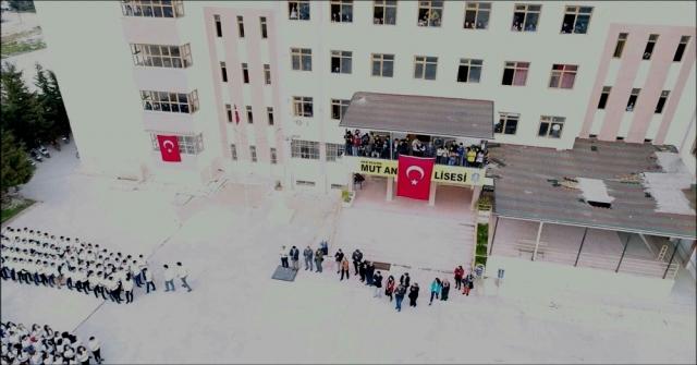 Öğrencilerden Afrindeki Mehmetçiğe Ay Yıldızlı Destek
