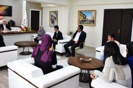 Anadolu Mektebinin Öğrencilerinden Kuntoğlu'na Ziyaret