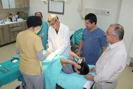 Çocuk hastalar, sanal gerçeklik gözlüğü ile tedavi ediliyor