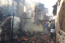 Karaman'da çıkan yangında 3 ev kül oldu