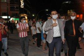 Karaman halkı sokaklarda zaferi kutladı.