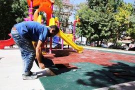 Çocukların Güvenliği İçin Oyun Alanları Kauçukla Kaplanıyor