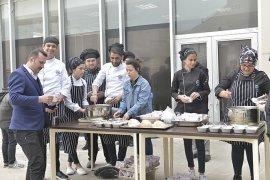 Kmü'de 18 Mart Anısına Ekmek Ve Hoşaf Dağıtıldı