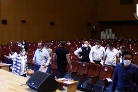 AKP Meclis Üyeleri Belediye Meclisini terkettiler