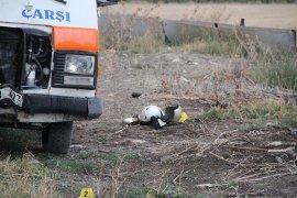 Minibüsle çarpışan motosiklet sürücüsü hayatını kaybetti
