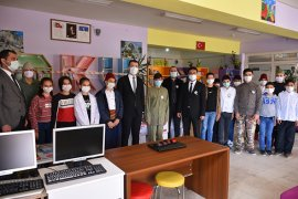 Türk Kızılayı Taşeli Bölgesi'ndeki Öğrencilere Eğitim Seti Hediye Etti