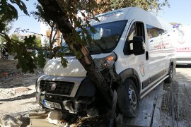 Karaman'da okul servisi ile otomobil çarpıştı: 4 yaralı
