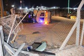 Tekeri Patlayan Ambulans Devrildi: 3 Yaralı