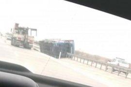 Bifa'nın ürünlerini taşıyan Tır kaza yaptı 2 kişi hayatını kaybetti.