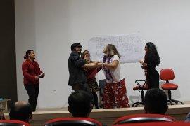 Grup Sağlık Tiyatrosu Yine İzleyenleri Kahkahaya Boğdu