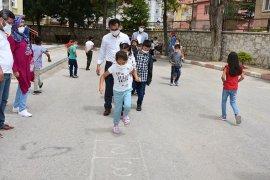 İl Müdürü Çalışkan, Öğrencilerle Birlikte Oyunlar Oynadı