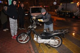 Motosikletle çarpışan otomobil sürücüsü kaçtı