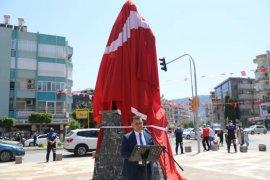 Alanya Belediyesinden Karamanoğlu Mehmet Bey heykeli