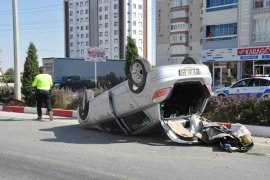 Takla atan otomobilin sürücüsü ölümden döndü