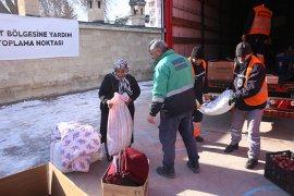 Belediye Öncülüğündeki Yardım Tırına Büyük İlgi