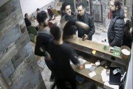 İlgi isteyen polis garsonu tokatladı, işletmeciye silah doğrulttu