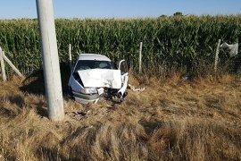 Şarampole inen otomobil elektrik direğine çarptı: 1 yaralı