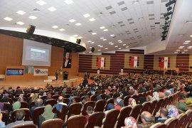Eğitimci Yazar Aslanhan'dan Aile Ve Gençlik Konferansı