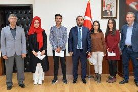 Ses Yarışması Finalistleri Ödüllerini Rektör Akgül'den Aldılar