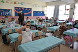 Okullar Minik Öğrencilerin Cıvıltısıyla Açıldı