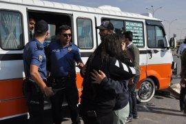 Karaman'da ambulans ile minibüs çarpıştı, 10 kişi yaralandı.