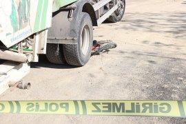 Bisikletle kamyonun altında kalan çocuk ölümden döndü