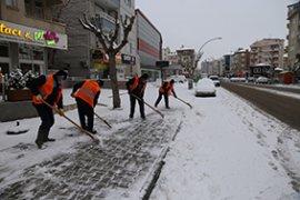 Belediye Ekipleri Kar Mesaisini Sürdürüyor