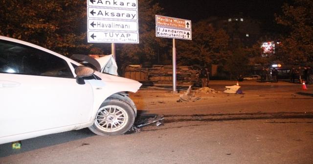 Alkollü Otomobil Kullanan Sürücünün Çarptığı Midibüs Yan Yattı