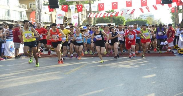 Öğrenciler Mersin Maratonunu Resmedecek