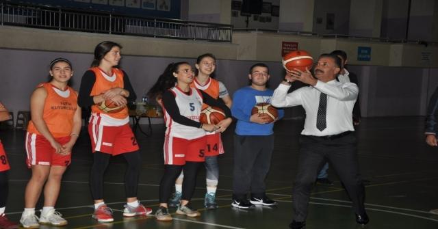 Başkan Tunadan Kadın Basketbol Takımına, Maç Öncesi Destek Ziyareti