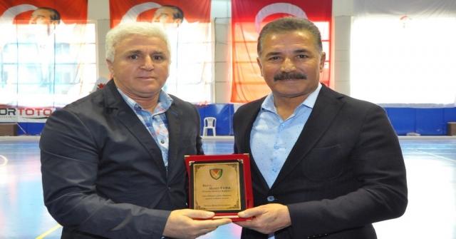 Türkiye Hokey Federasyonundan Başkan Tunaya Plaket