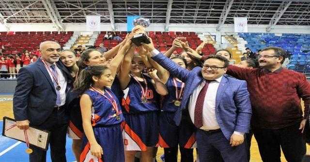 Basketbolda Aliye Pozcu Ortaokulu Şampiyon Oldu