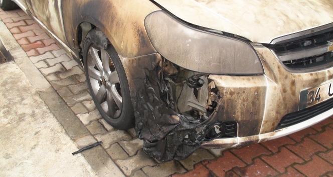 Eski koca eşinin aracını yaktı: O anlar kamerada!