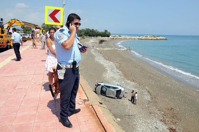 Aşırı Yağışla Kayan Otomobil Sahile Uçtu