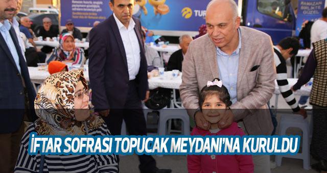 İFTAR SOFRASI TOPUCAK MEYDANI'NA KURULDU