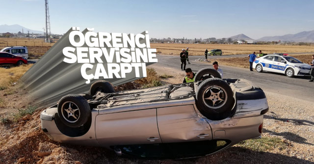 Servis aracıyla çarpışan araç takla attı